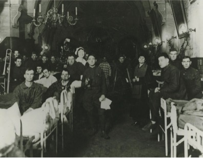 Patients and staff at Base Hospital 41, Christmas 1918. Prints22143, Historical Collections, Claude Moore Health Sciences Library, University of Virginia.