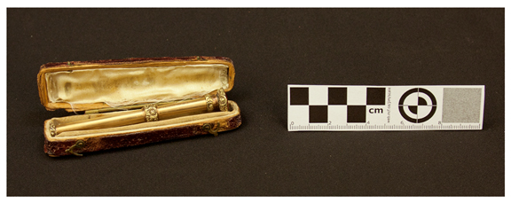 Robley Dunglison's gold-plated retractable pencil (artifacts00601). Image courtesy Rector and Visitors of the University of Virginia.