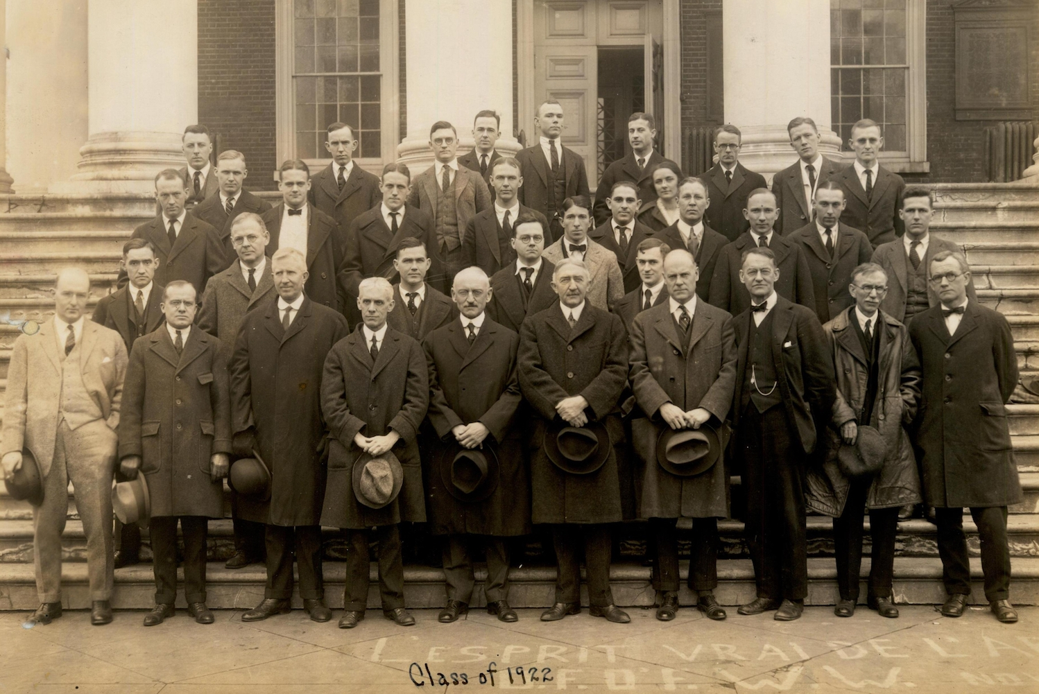Members of the faculty with the School of Medicine class of 1922, featuring Sara Ruth Dean in the second row from the top. Prints21251, Historical Collections & Services, Claude Moore Health Sciences Library.